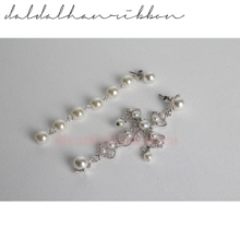 DALDALHANROBBON Pearly Cross Earrings 1pair